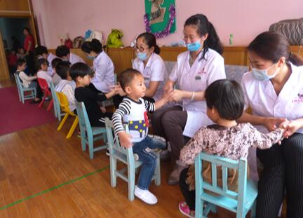 倡导健康绿色疗法,季群推拿为宝宝的健康保驾护航