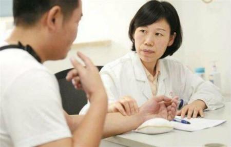 乙型肝炎变肝癌 大陆青年赴台长庚医院质子治疗